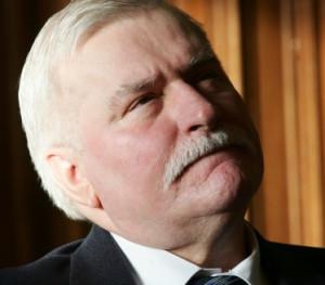 ... Lech Wałęsa zapowiedział wycofanie się ze wszystkich instytucji związanych z ECS.