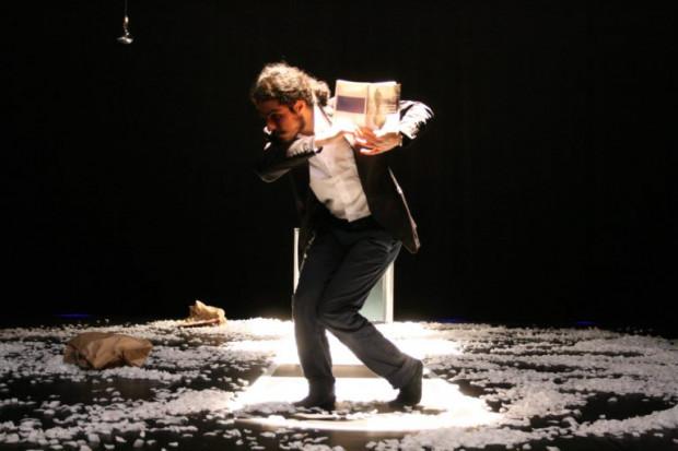 SofA to nie tylko muzyka. W sobotę w solowym spektaklu teatru tańca zobaczymy irańskiego tancerza Afshina Ghaffariana.