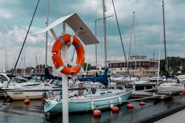 Tego lata przekazaliśmy kilkadziesiąt kół ratunkowych, które zawisły w trójmiejskich marinach, przy plażach i kąpieliskach w Trójmieście.