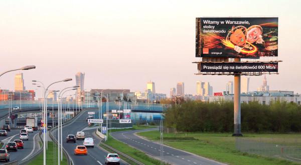 """Cityboard Media chwali się największym nośnikiem reklamowym w Polsce. Znajdujący się w Warszawie """"Megacityboard"""" ma powierzchnię 162 m kw., czyli aż dziewięć razy większą niż maksymalny rozmiar bilbordu dopuszczony w gdańskiej uchwale (18 m kw.)"""
