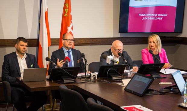 Od lewej: Daniel Załuski, Paweł Adamowicz, Wiesław Bielawski, Edyta Damszel-Turek.