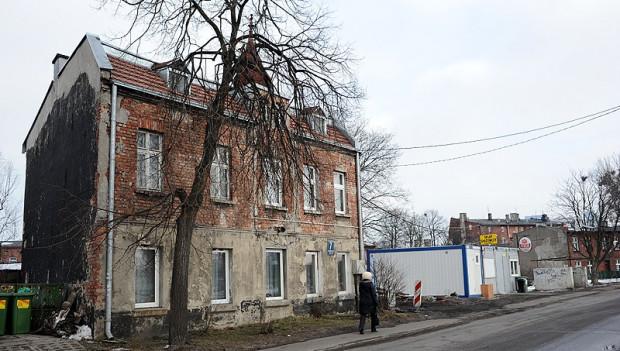 Uczniowska 7 - także ten budynek jest przeznaczony do rozbiórki.