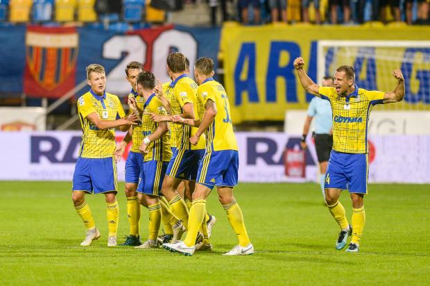Czy Robert Sulewski (pierwszy z prawej) i pozostali piłkarze Arki Gdynia będą mieli powody do radości po meczu z Zagłębiem Sosnowiec?