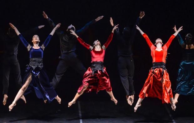 """""""Carmina Burana"""" Kamea Dance Company to spektakl wybitny, w którym doskonale przygotowani tancerze świetnie współgrają z muzyką Carla Orffa. Spektakl był największą ozdobą tygodniowego przeglądu kultury izraelskiej."""