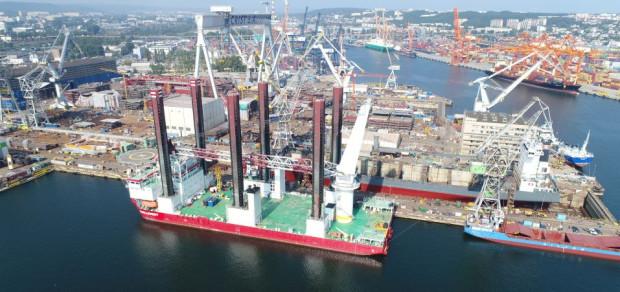Taillevent cumował już w Porcie Gdynia w lecie 2013 roku. Wpłynął do portu, ponieważ podczas zakładania farmy wiatrowej u wybrzeży Szwecji na jednostce pojawiły się uszkodzenia, które należało usunąć.