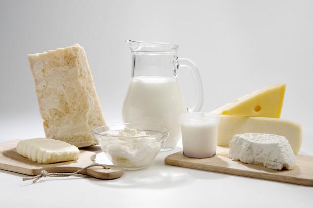 Nawet jeśli mamy nietolerancję laktozy, w niektórych przypadkach będziemy mogli pozwolić sobie na zwykły jogurt, kefir, a nawet kilka łyżek mleka do kawy. Należy obserwować organizm i dobrać tolerowaną dawkę indywidualnie.