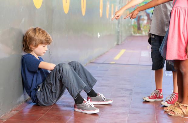 Dziecko uczone tego, że nie wolno skarżyć, nie poinformuje nas, kiedy będzie działa mu się krzywda. Naprawdę tego chcemy?