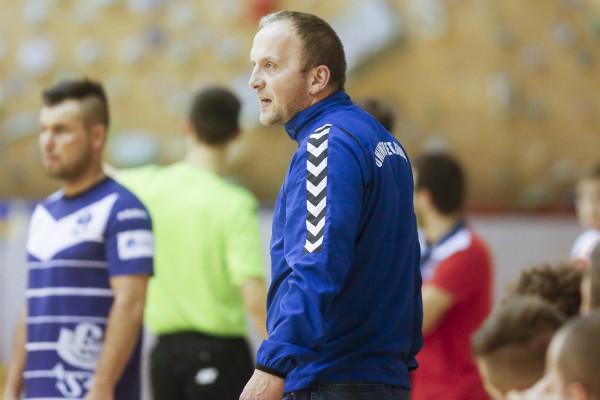 Jacek Burglin na razie nie będzie stał między słupkami bramki AZS UG, a przy linii bocznej pełniąc rolę trenera.