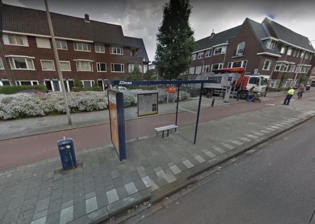 typowa relacja przestrzenna chodnika, drogi rowerowej i strefy przystankowej w Holandii, Utrecht.