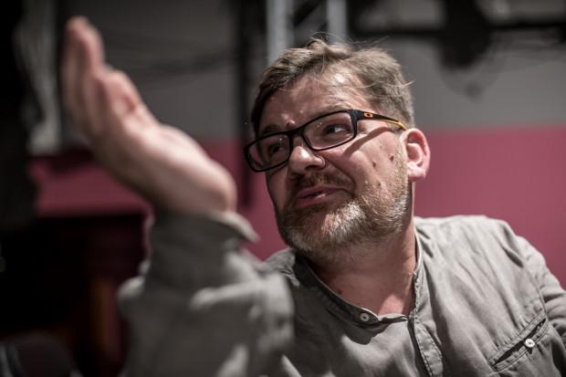 Romuald Wicza-Pokojski przez najbliższy sezon pozostanie dyrektorem Teatru Miniatura, pełniąc obowiązki dyrektora Opery Bałtyckiej.
