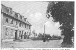 """Hotel i restauracja """"Pod Dębem"""" wybudowane przez Jakuba Wojewskiego. Fotografia pochodzi z książki """"Gdynia. Miasto z morza i marzeń"""", S. Kitowskiego."""