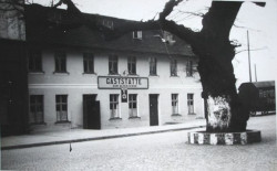 """Karczma """"Zur Alten Eiche"""", czyli """"Pod Starym Dębem"""" podczas okupacji."""