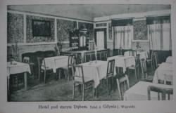 """Wnętrze hotelu """"Pod Starym Dębem""""."""