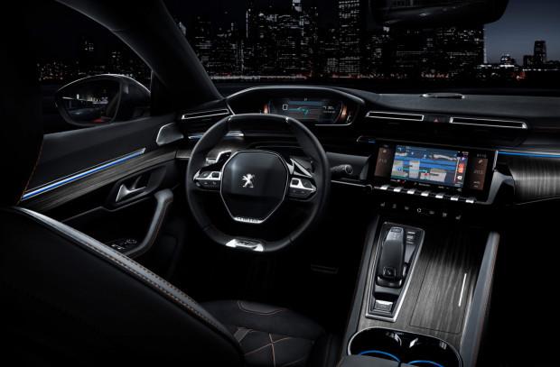 Nieco futurystyczne wnętrze nowego Peugeota.