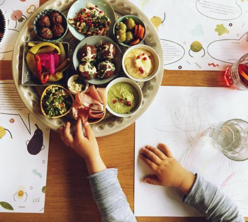 Jestem przekonana, że dbałość o małego człowieka zaprocentuje w przyszłości. Dobrze kształtować podniebienia od najmłodszych lat, zachęcać do poznawania nowych smaków, pokazywać, że jedzenie to wielowymiarowa przyjemność.