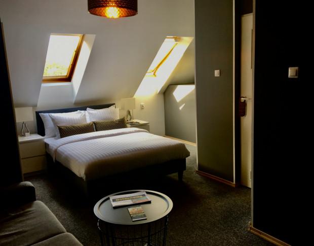 Dwa pokoje hotelowe o wysokim standardzie przekazano uczniom jako pracownie w Zespole Szkół Gastronomiczno-Hotelarskich w Gdańsku.