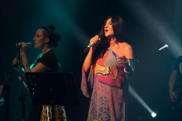 """Jedną z gwiazd Women's Voices była Kayah. Artystka wykonała swój przebój """"Supermenka"""" w odświeżonej aranżacji."""