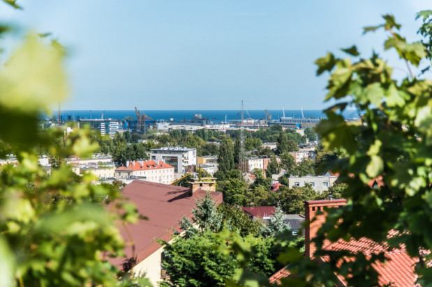 Zapraszamy na spacer po mniej znanych punktach widokowych w Gdyni. Takich jak ten, który znajduje się przy ul. Ceynowy na Leszczynkach.