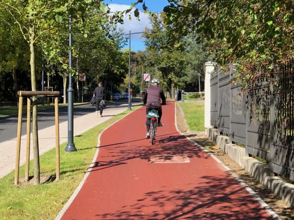 Szeroko, wygodnie, ładnie. Powstanie na ul. Haffnera drogi rowerowej było bardzo ważne dla rozwoju aktywnej mobilności w kurorcie.