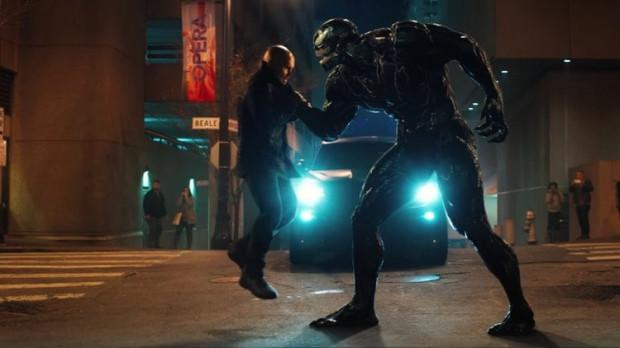 """Otwarta kategoria wiekowa i chęć dotarcia do szerokiej publiczności sprawiły, że """"Venom"""" rozczaruje najmocniej tych, którzy zafascynowani są komiksowym pierwowzorem postaci. Pozostali z filmu Fleischera mogą wynieść znacznie lepsze wrażenia, choć jest to produkcja bardzo dalece odbiegająca od oczekiwań i poziomu filmów o superbohaterach rodem ze stajni Marvela."""