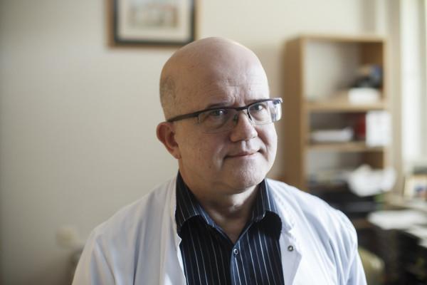 Lekarz kieruje Katedrą Kardiologii Uniwersyteckiego Centrum Klinicznego w Gdańsku, jest również ordynatorem w UCK oraz Wojewódzkim Konsultantem ds. Kardiologii oraz członkiem Okręgowej Izby Lekarskiej w Gdańsku.