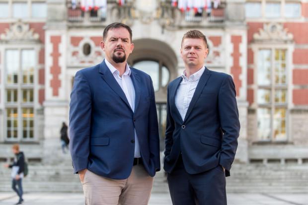 Na zdjęciu Damian Kuźniewski, dyrektor, i Piotr Kaliszczuk, broker z Centrum Transferu Wiedzy i Technologii Politechniki Gdańskiej.