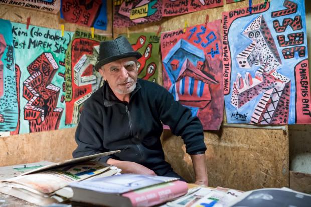 Mirosław Śledź od lat tworzy jeden obraz dziennie, a od mniej więcej pięciu lat każdy z tych obrazów posiada swój numer.