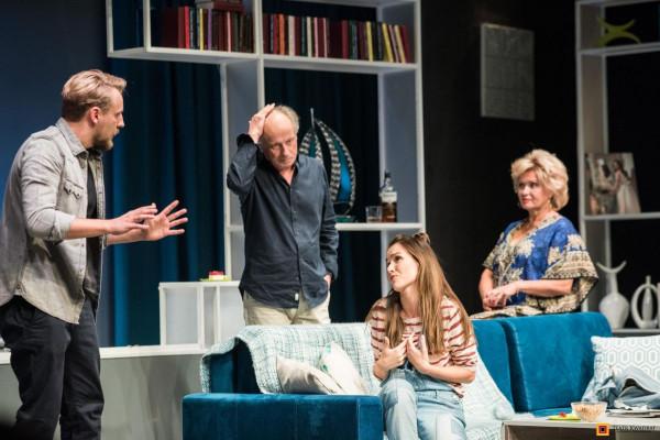 """Czy """"Kłamstewka"""" są takie niewinne, jak wskazuje ich tytuł, przekonają się 12 listopada widzowie spektaklu Teatru Kwadrat w Teatrze Muzycznym w Gdyni."""