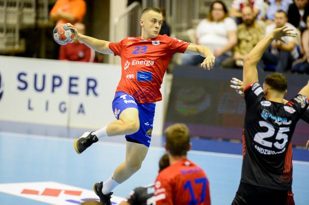Adrian Kondratiuk w sześciu meczach obecnego sezonu rzucił 35 bramek w Superlidze. Kapitan Wybrzeża zapracował sobie tym samym na powołanie do reprezentacji Polski.