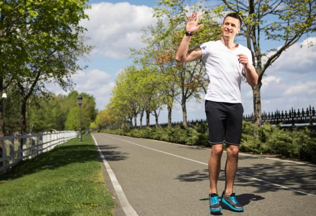 Pozdrowienia wśród biegaczy i rolkarzy to powszechny zwyczaj na ścieżkach. Nie wszyscy go jednak praktykują, nie zawsze ze zwykłej niechęci.