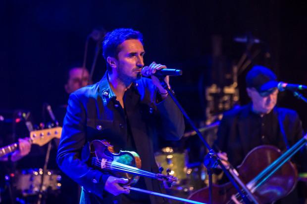 Zakopower tak bardzo zachwycił słuchaczy swoim występem, że po zakończeniu koncertu wstali z miejsc, nagrodzili artystów gromkimi brawami, a później skandowali nazwę zespołu i domagali się bisu.