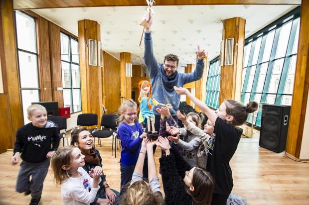 """W listopadzie i w grudniu Teatr Komedii Valldal zaprezentuje uczniom trójmiejskich szkół słynnych """"Wikingów"""". W styczniu natomiast czeka nas wielka premiera """"Hate School Musicalu""""."""