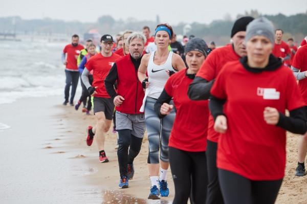 """W sobotę na plaży w Brzeźnie przynajmniej 2500 osób wystartuje wspólnie w """"Gdańsk Biega"""". W Trójmieście nie zabraknie jednak mniejszych imprez dla biegaczy i nie tylko."""