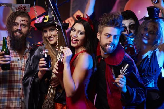 Halloween to dobra okazja, żeby puścić wodze fantazji i wymyślić dla siebie oryginalne przebranie w mrocznym klimacie.