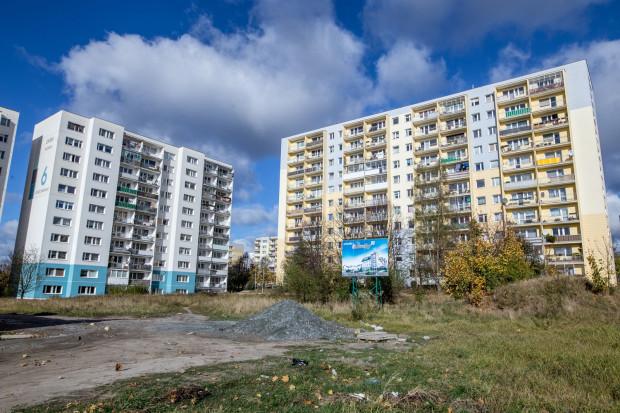 Działka pomiędzy ul. Bulońską i Kusocińskiego. Należy do dewelopera, który chce tu zbudować siedmiopiętrowy budynek. Okoliczni mieszkańcy na to się nie zgodzili. I zaproponowali zamianę.
