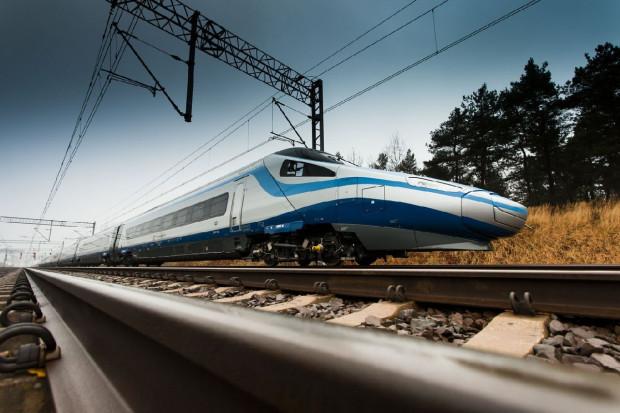 """Pociąg PKP Intercity nazywany """"pendolino""""."""
