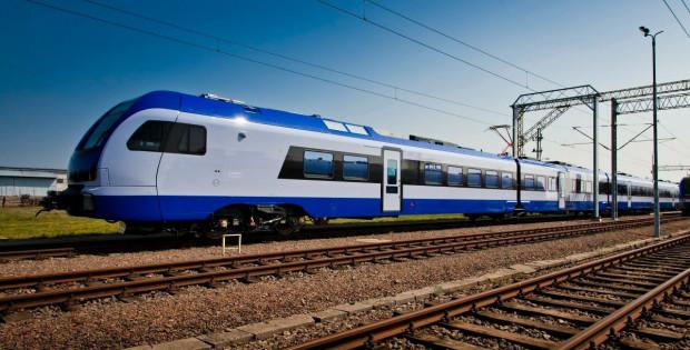 Pociąg Stadler w barwach PKP Intercity.