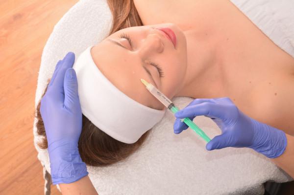 W ofercie Instytutu Urody Marzena Olszewska znajdziemy bogaty wybór zabiegów medycyny estetycznej, kosmetologii,  masaży ciała oraz makijaż permanentny.