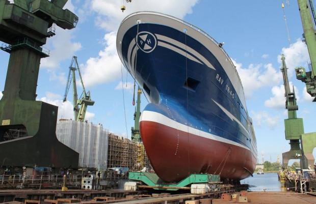 Stocznia Nauta specjalizuje się w budowie statków rybackich.