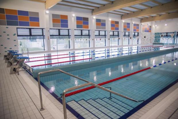 Ostatnią miejską pływalnią otwartą latem tego roku był basen na Oruni.