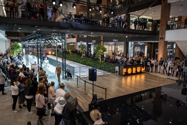 Po oddaniu Forum Gdańsk Trójmiasto wzbogaciło się o 62 tys. m kw. powierzchni. Badania pokazują jednak, że liczba klientów w takich obiektach nieznacznie spada.