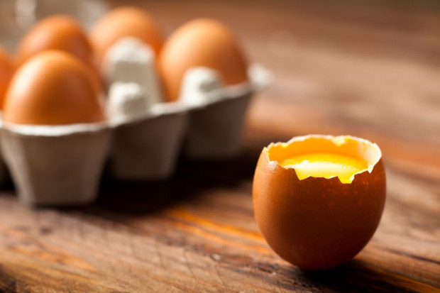 W kwestii jajka najlepiej postawić na całkowicie ścięte białko i płynne lub półpłynne żółtko.
