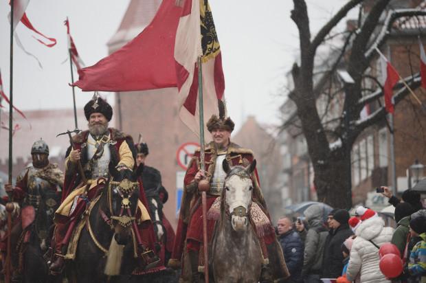 Każdego roku w Paradzie Niepodległości w Gdańsku nie brakuje uczestników przebranych w historyczne stroje.