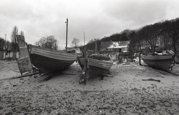 Łodzie  rybackie wyciągnięte na brzeg, lata 1983-1986.