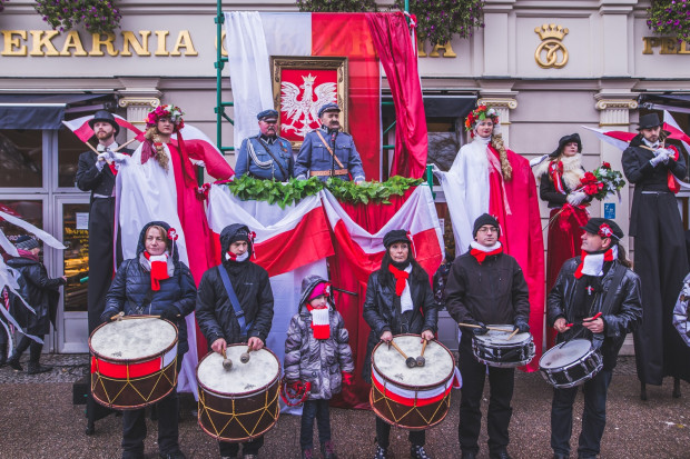 Obchody Święta Niepodległości to nie tylko parady, ale też koncerty, wydarzenia sportowe, spektakle, a nawet spływ kajakowy i gra miejska.