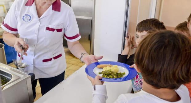 Inicjatorzy darmowych obiadów dla uczniów podstawówek przekonują, że na ten cel potrzeba ok. 15 mln zł.