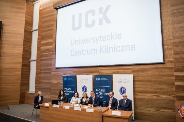 Podczas konferencji prasowej przedstawiciele Gdańskiego Uniwersytetu Medycznego i Uniwersyteckiego Centrum Klinicznego opowiadali o sukcesach gdańskiej transplantologii.