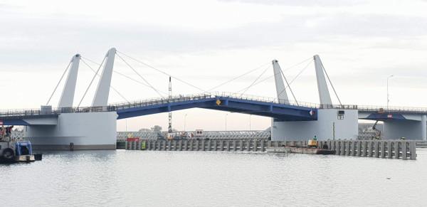 W sobotę o godz. 14 rozpocznie się uroczyste otwarcie mostu zwodzonego 100-lecia Odzyskania Niepodległości Polski na Wyspie Sobieszewskiej.