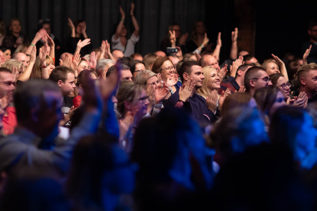 Publiczność bawiła się znakomicie i długo nie dawała artystom zejść ze sceny.