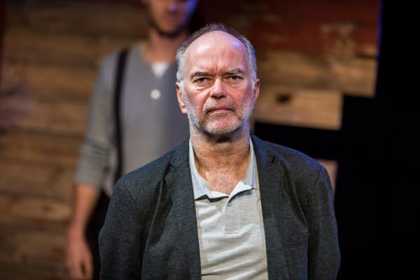 Najciekawszą rolę spektaklu kreuje Krzysztof Matuszewski jako Dziadek Wiery.